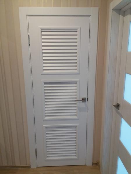 Установка жалюзийных дверей